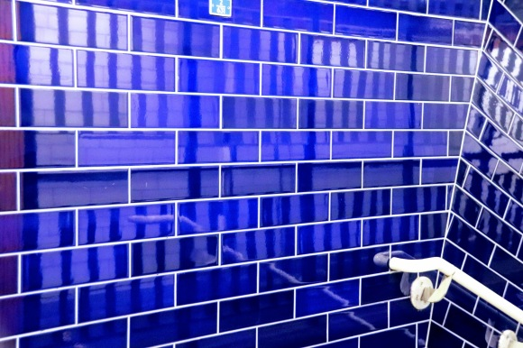 Colour: irridescent blue tiles